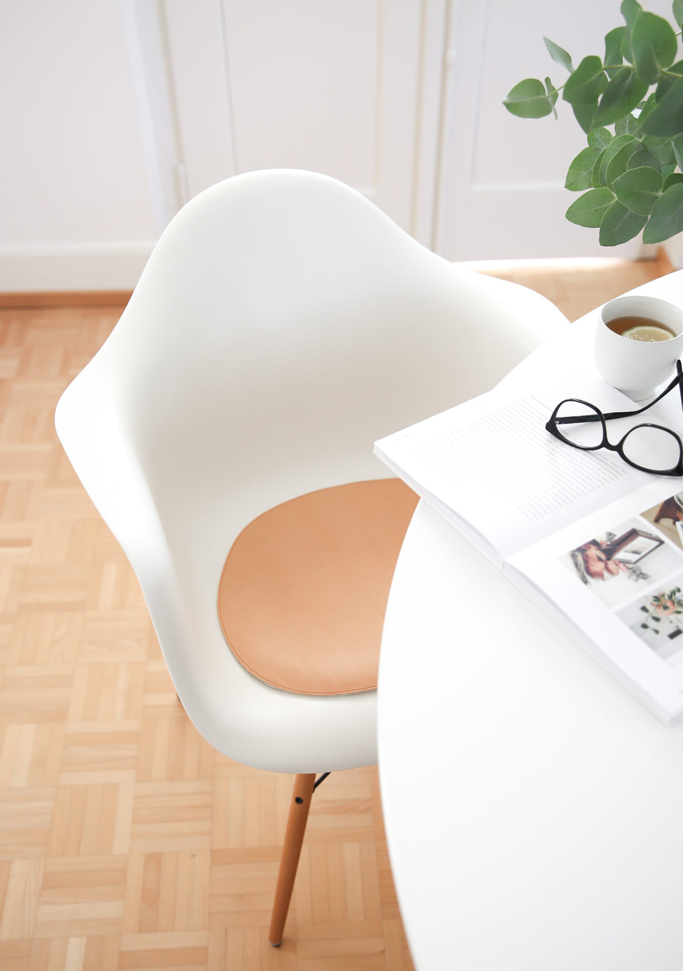 ... Passen Zudem Perfekt Zum Zeitlosen Design Der Vitra Klassiker. Und  Zufällig Passen Sie Auch Noch Auf Meine Neuen Stühle Von Søstrene Grene.  Toll Nicht?